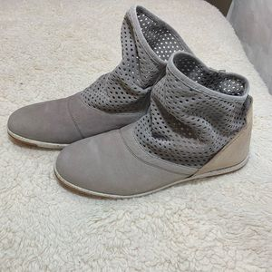 EMU Numeralla Suede Perforated leather booties 10